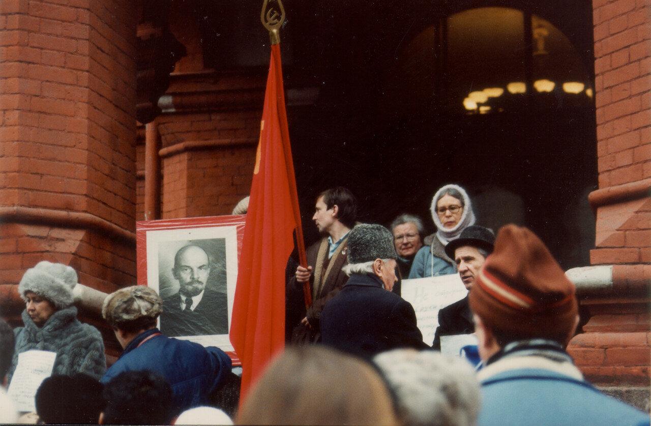 07. Протестующие возле музея Ленина