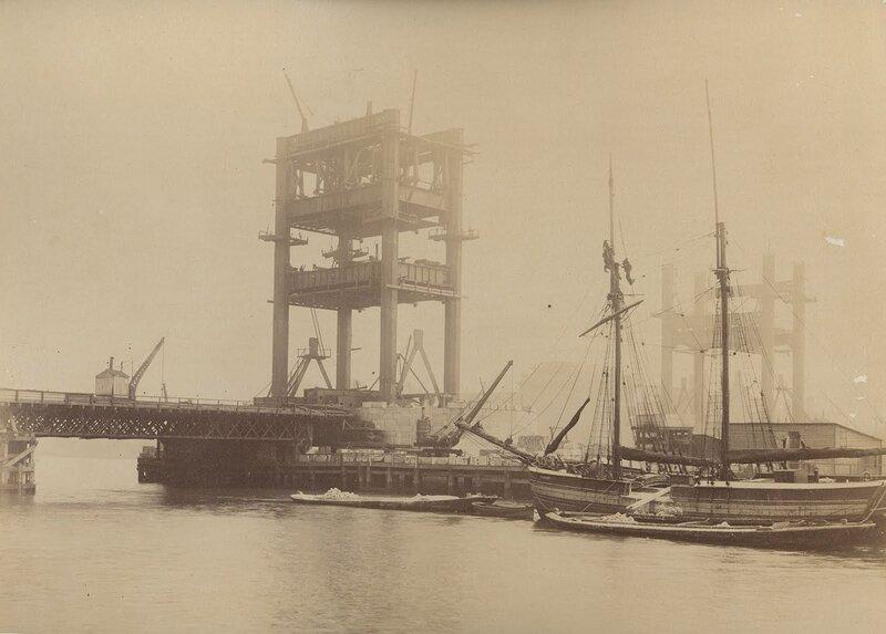 Как строился Тауэрский мост? 0_c42aa_8f24a95_XL