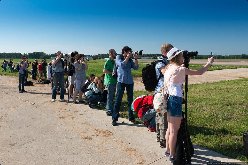На второй точке возле VIP-ЗОЛД можно было понаблюдать за посадками