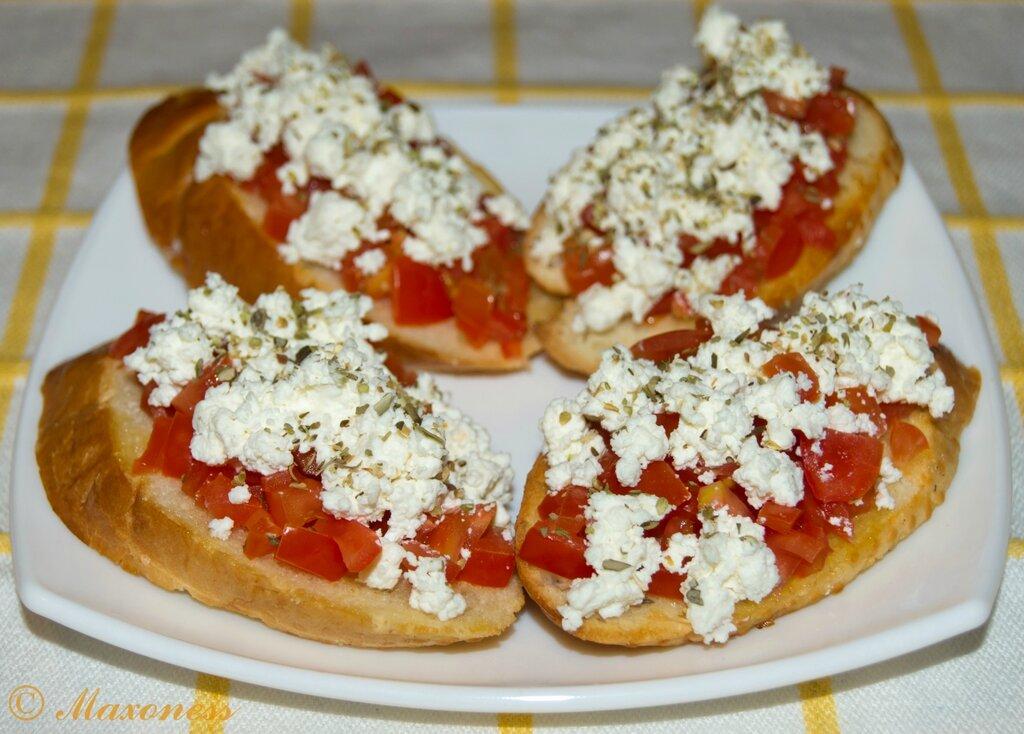 Риганада (гренки с помидорами и сыром). Греческая кухня