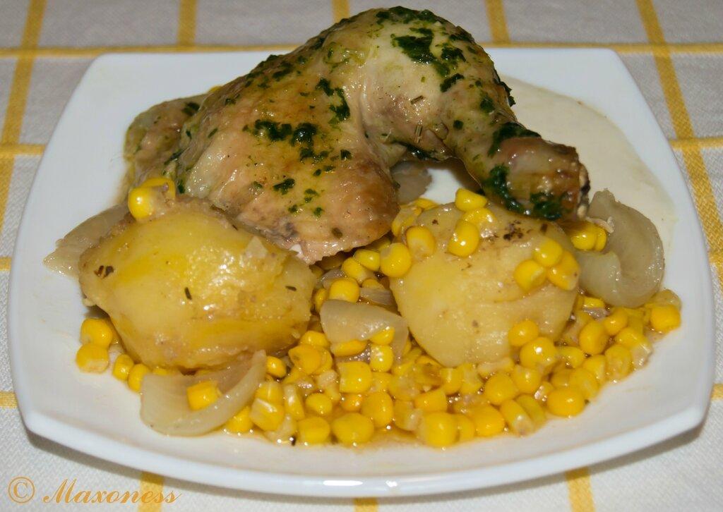 Запеченная курица с картофелем и кукурузой