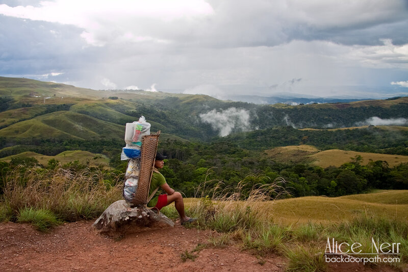 """интересные """"рюкзаки"""" венесуэльских носильщков"""