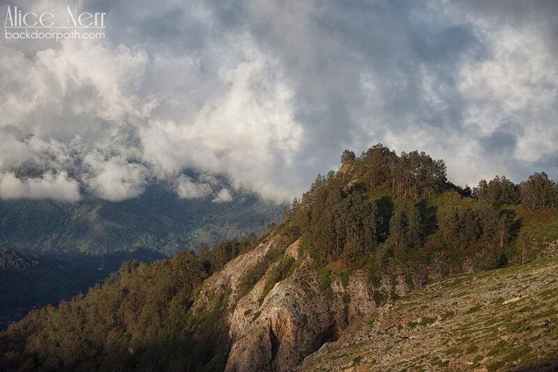 природа вдоль кратеров Келимуту