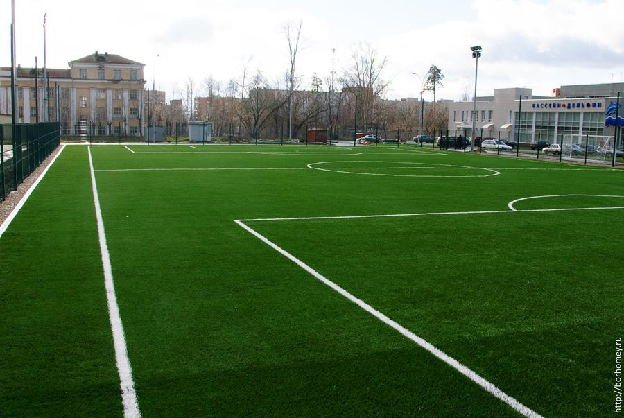 искусственное поле на стадионе Икар
