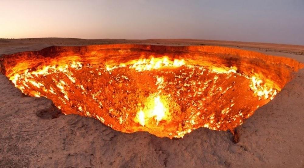 bravacasa Дарваза— газовый кратер вТуркменистане. Местные жители ипутешественники называют его «в