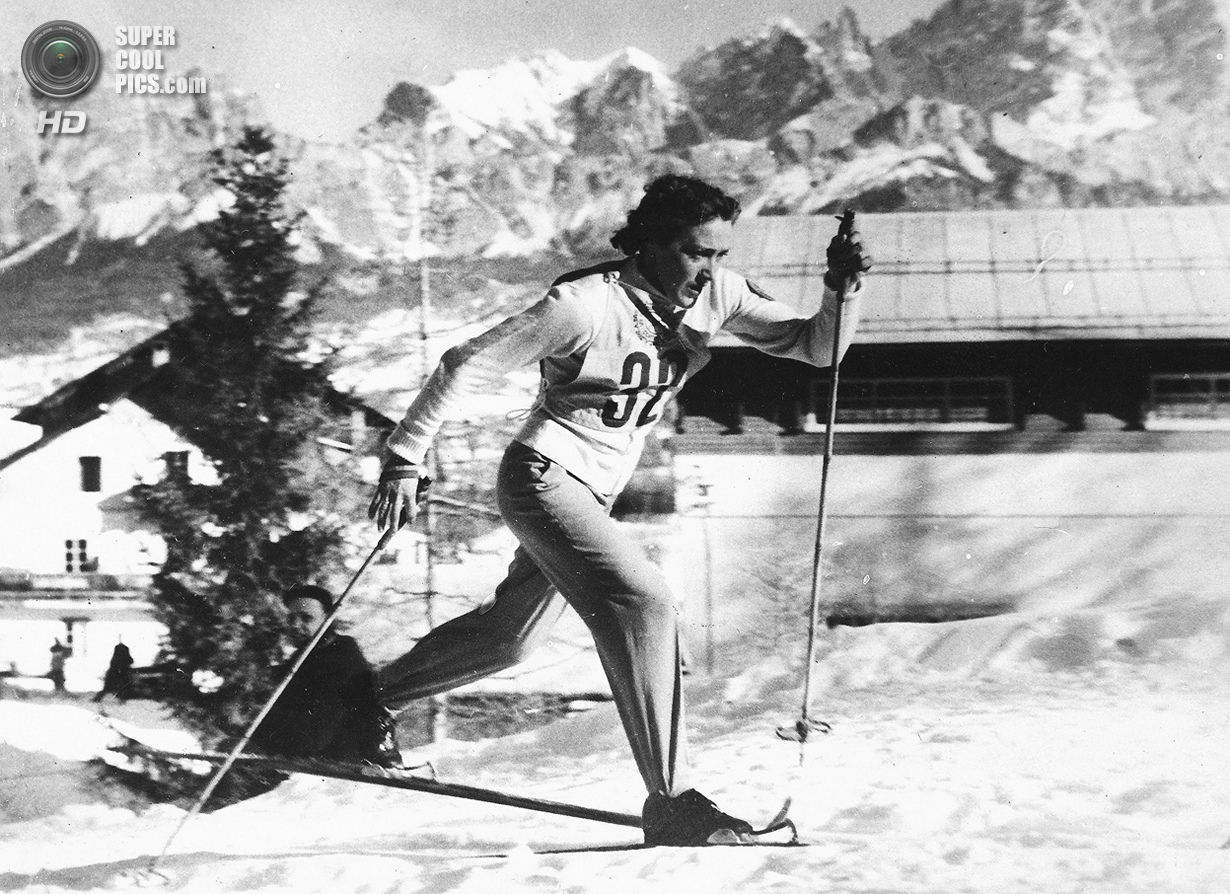 Италия. Кортина-д'Ампеццо, Венето. 28 января 1956 года. Любовь Козырёва из СССР выигрывает соревнова