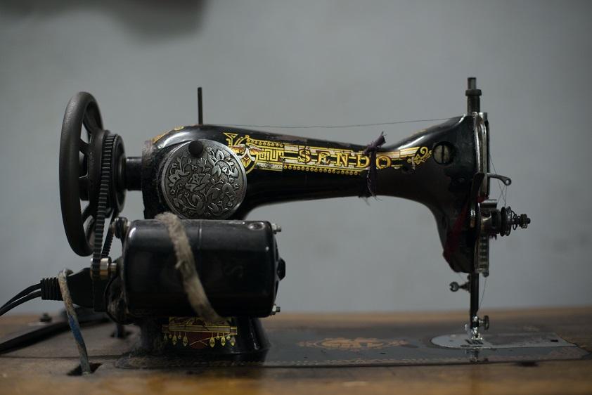 Старая китайская швейная машинка стоимостью примерно 25 долларов.