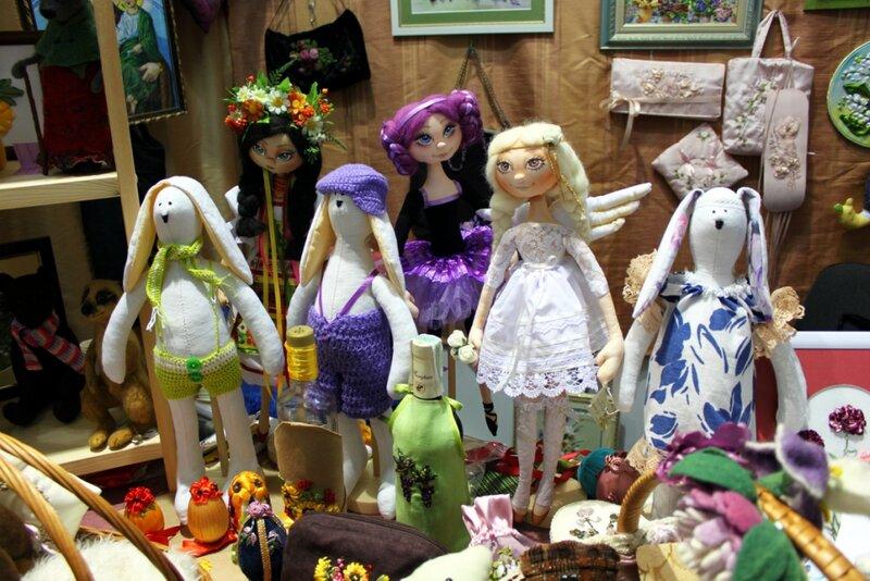 Стенд авторской куклы