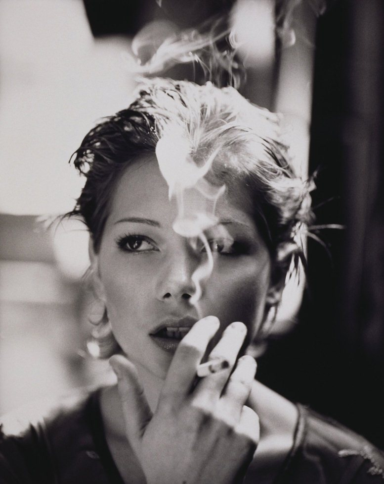 smoking Michelle Williams / Мишель Уильямс с сигаретой