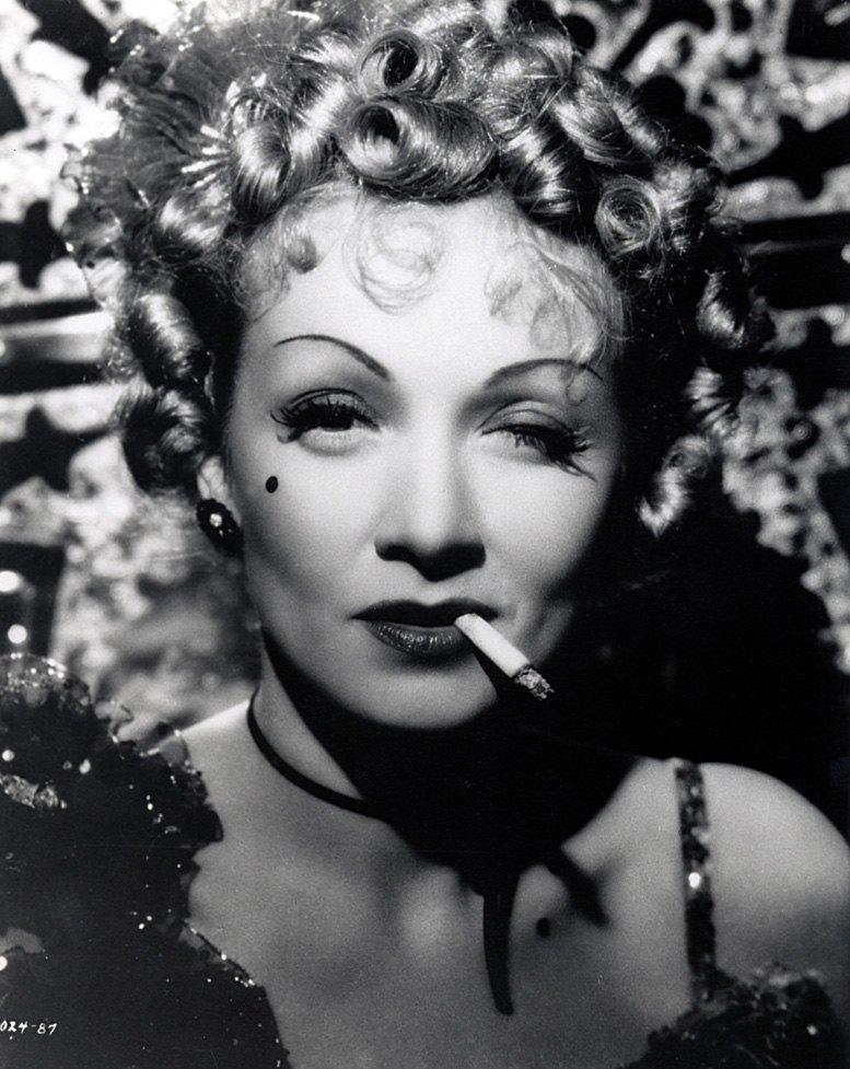 smoking Marlene Dietrich / Марлен Дитрих с сигаретой