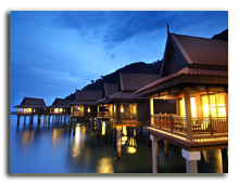 Малайзия. Лангкави. BerjayaLangkawi_Premier_Chalet_On_Water_-_Facade_At_Night