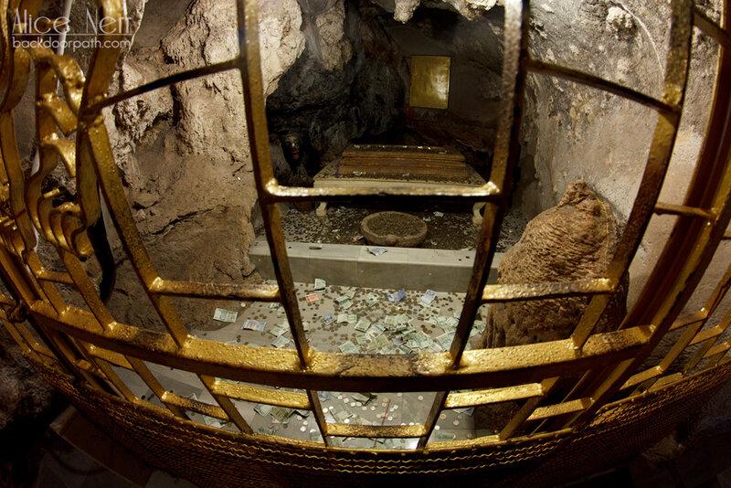 святая святых - пещера Тигра и, вроде как, мощи монаха