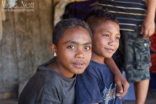 местные мальчуганы, Вого, Флорес, Индонезия