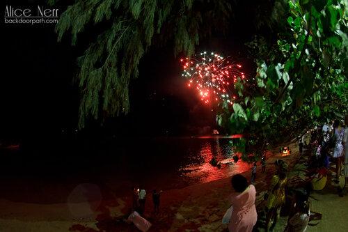 фейерверк на Ао Нанге во время лой кратонга