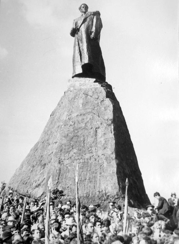 Открытие памятника дважды Герою Советского Союза С.А.Ковпаку в Путивле. 1971г.jpg