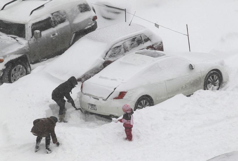 Сильный снегопад парализовал дорожное движение Украины 0 13d2d1 e9f23be3 orig
