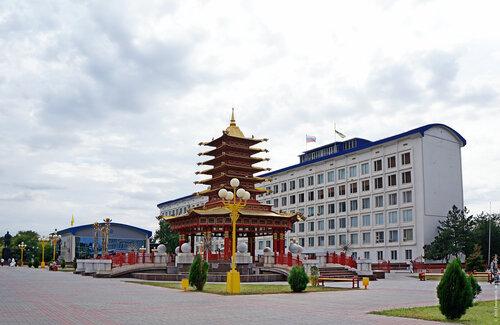 Пагода Семи Дней и Белый дом
