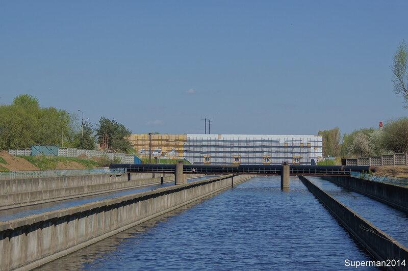 Коломенское с противоположного берега Москва-реки. Курьяновская станция аэрации