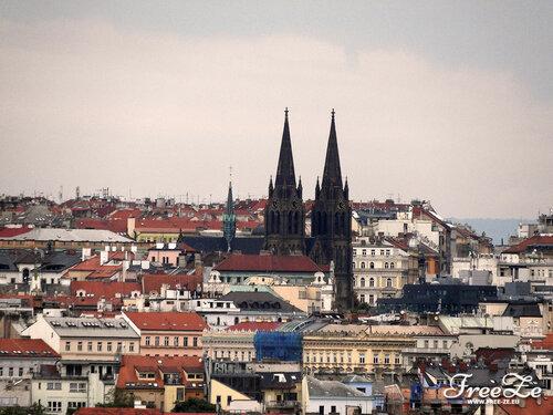 Вид с Пражского Града, костёл. Св. Людмилы на площади Мира