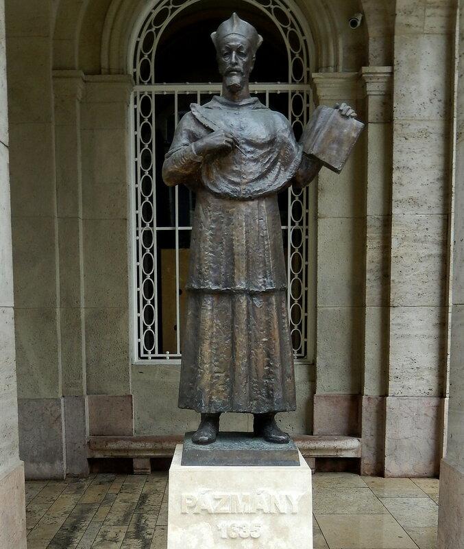 памятник кардиналу Пазманю
