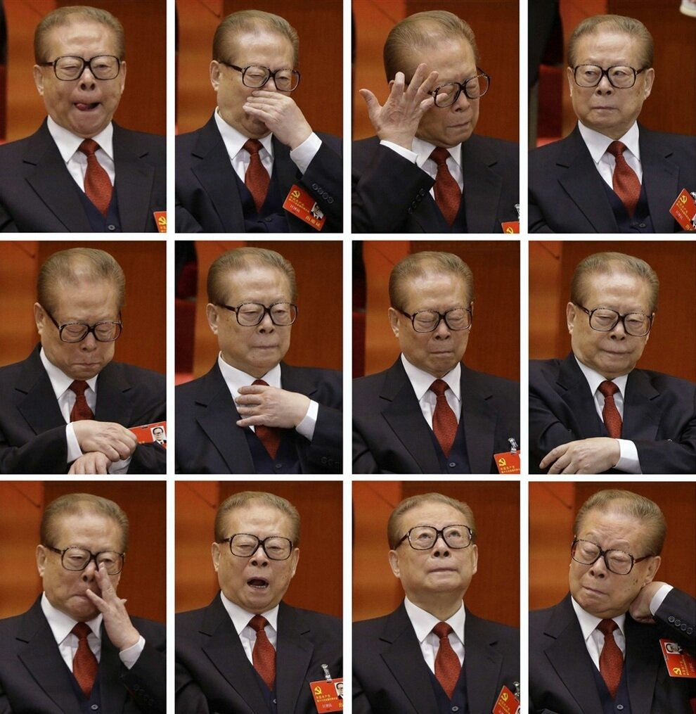 Коллаж фотографий бывшего председателя КНР Цзяна Цзэминя, которого сменил на посту Ху Цзиньтао в марте 2003 года