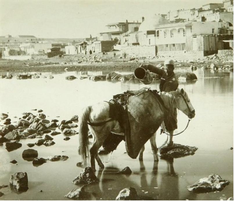 Сбор воды из реки