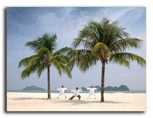 Малайзия. Лангкави. Four Seasons Resort Langkawi. Yoga on the beach