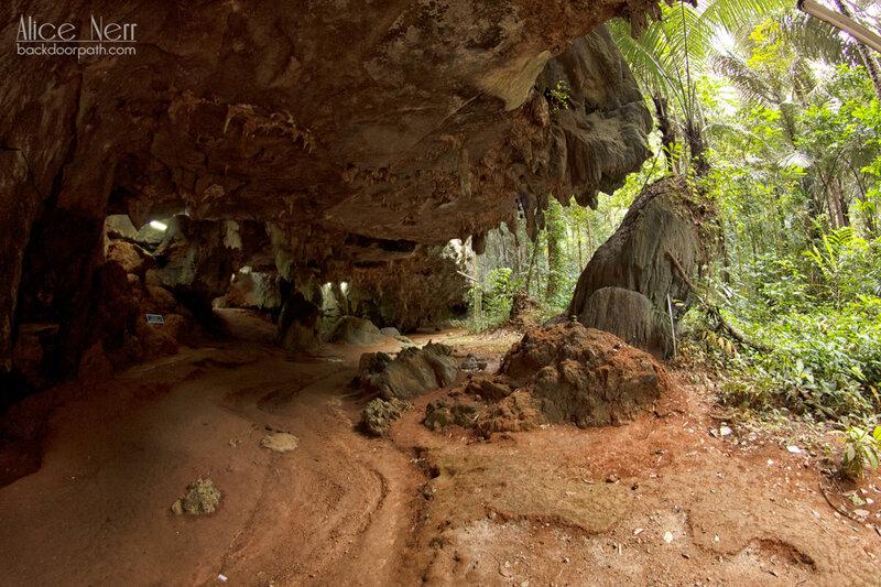 вход в одну из пещер в Tiger temple
