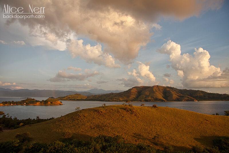 холмы острова Серайя, Индонезия