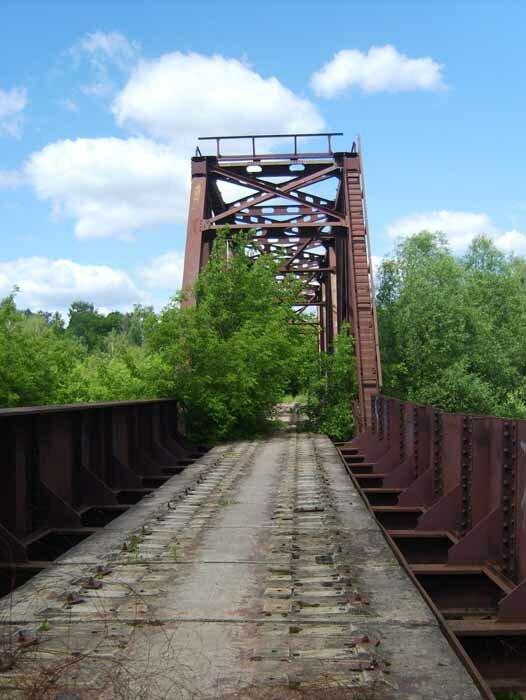 заброшенный железнодорожный мост у Павловской Слободы