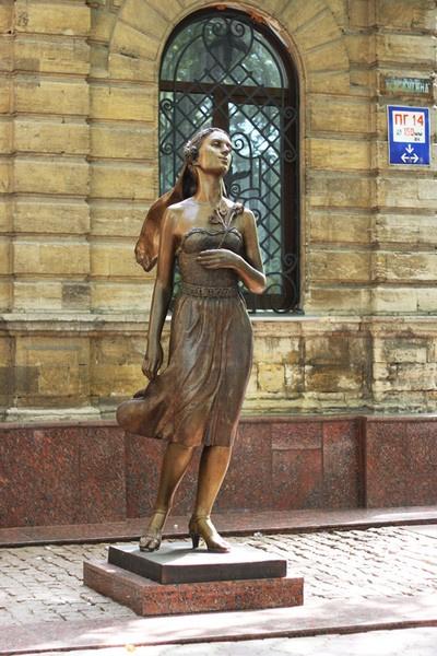 Памятник женской настойчивости и неуныванию