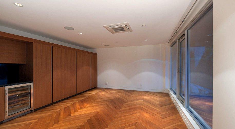 Трехэтажный особняк в Ванкувере за 130 миллионов рублей