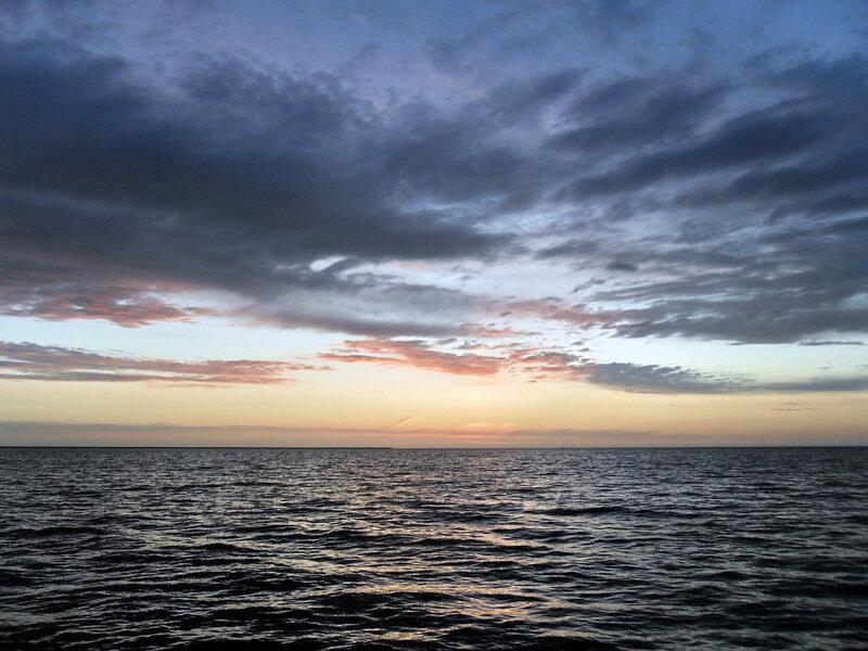 Весною, вечером у моря