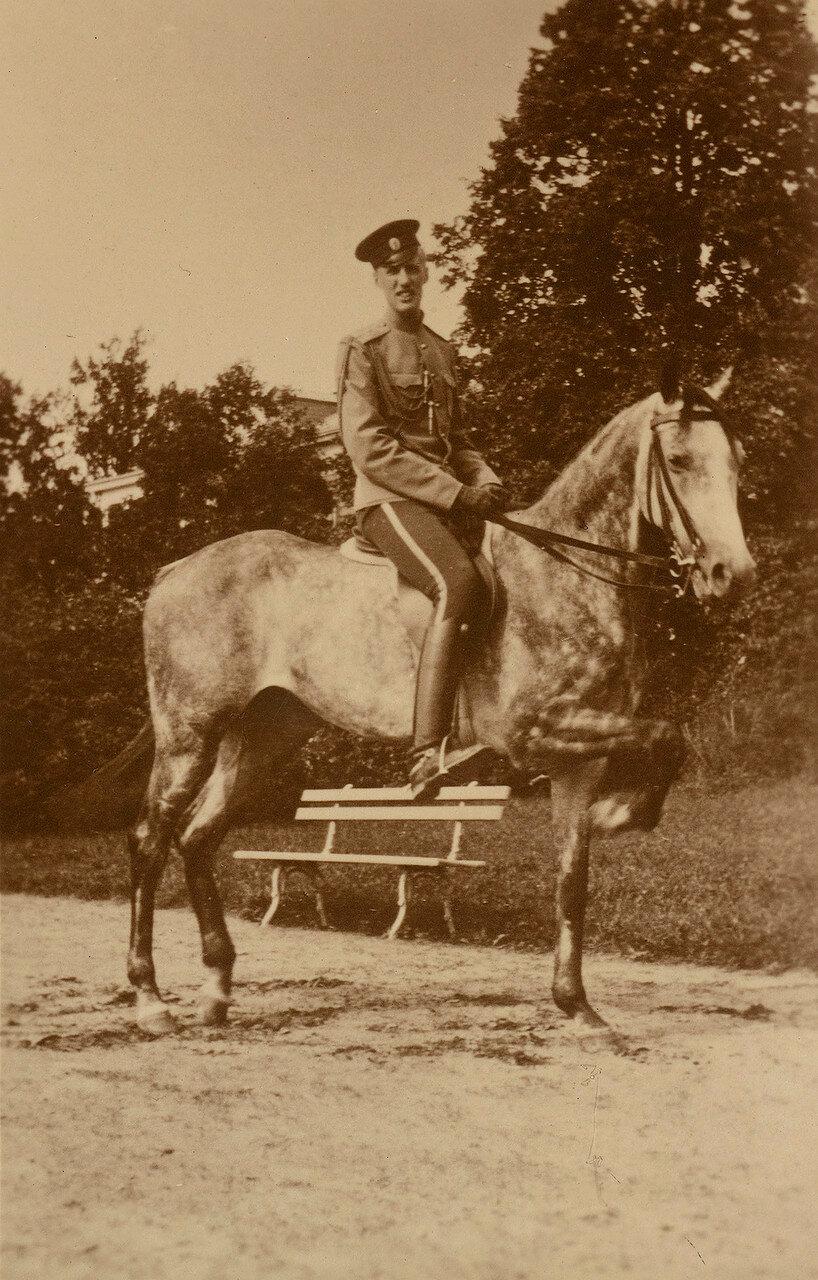 1910. Гавриил Константинович (3 (15) июля 1887, Павловск — 28 февраля 1955, Париж) — князь императорской крови.