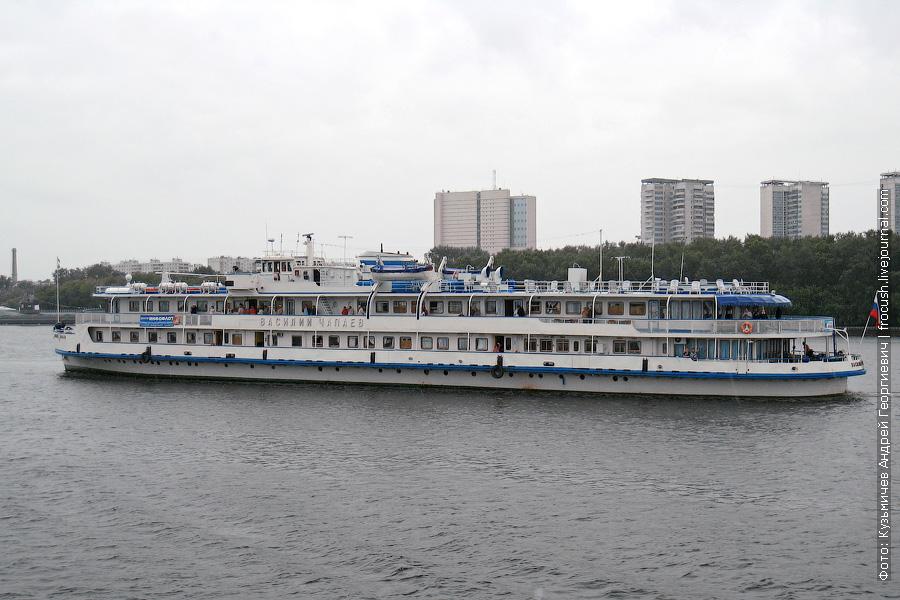 5 июля 2009 года. Теплоход «Василий Чапаев» идет в Москву по Химкинскому водохранилищу