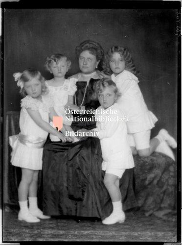 Marie Josepha, Prinzessin von Sachsen mit ihren Enkeln