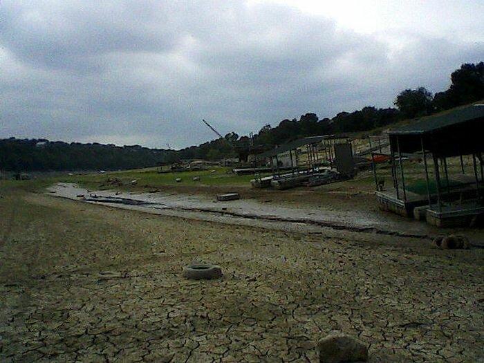 Озеро Трэвис в Техасе бесследно исчезло