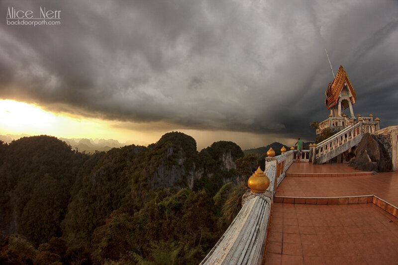 на вершине Tiger Temple - все видно на все 360 градусов кругом