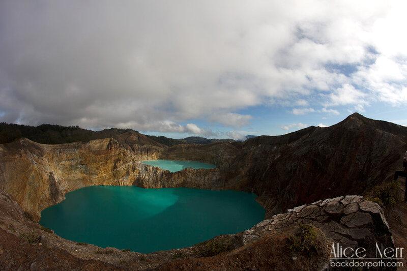 озера в кратерах вулкана Келимуту