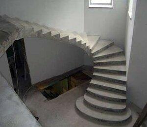 Монолитная лестница в частном доме