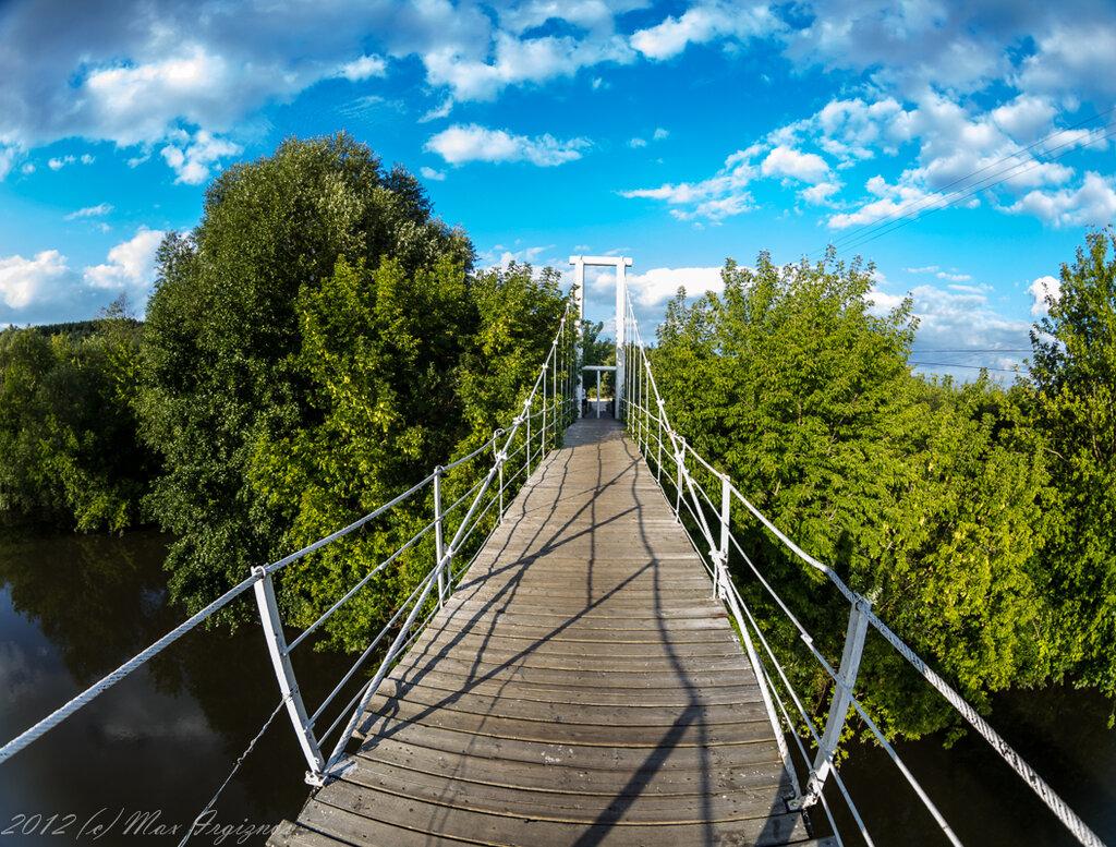 Пешеходный мост через р. Свиягу