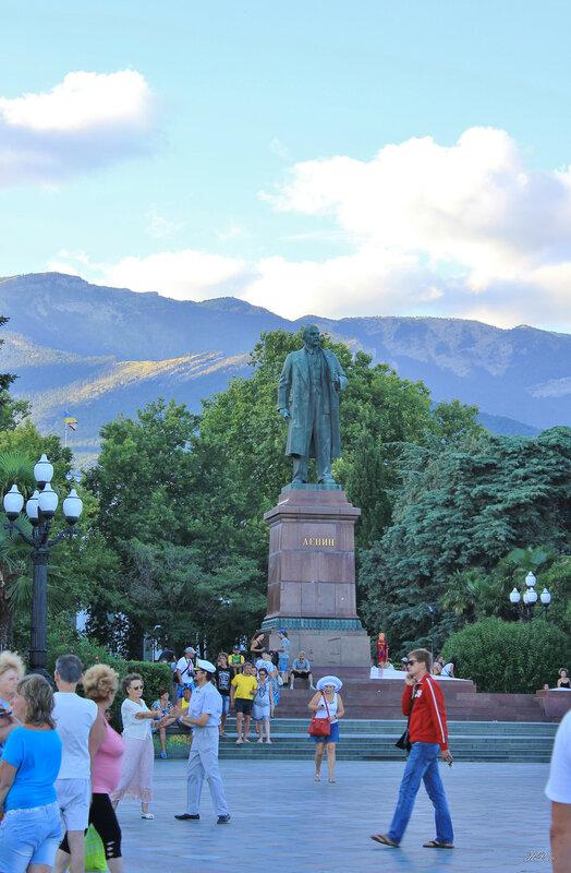 Памятник Ленину. Ялта