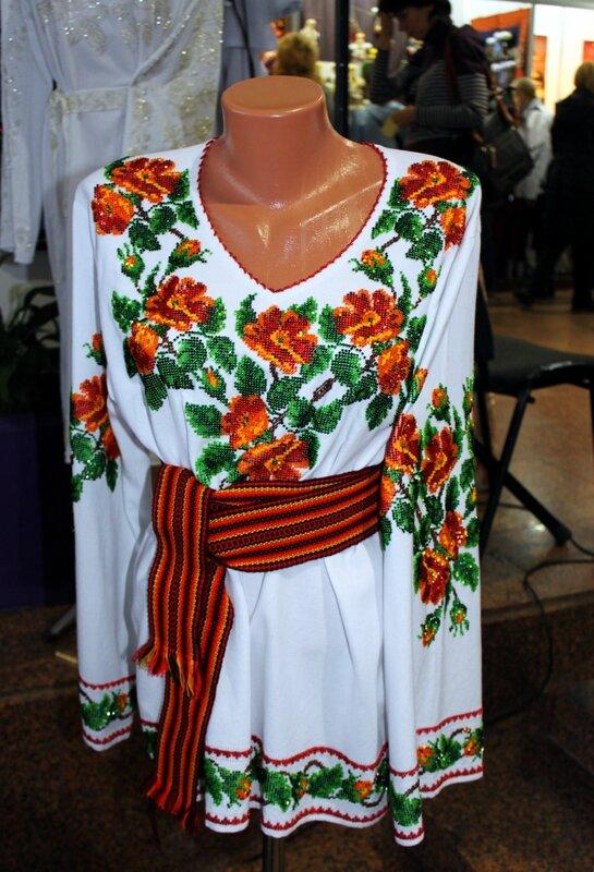 Украинская одежда с вышивкой