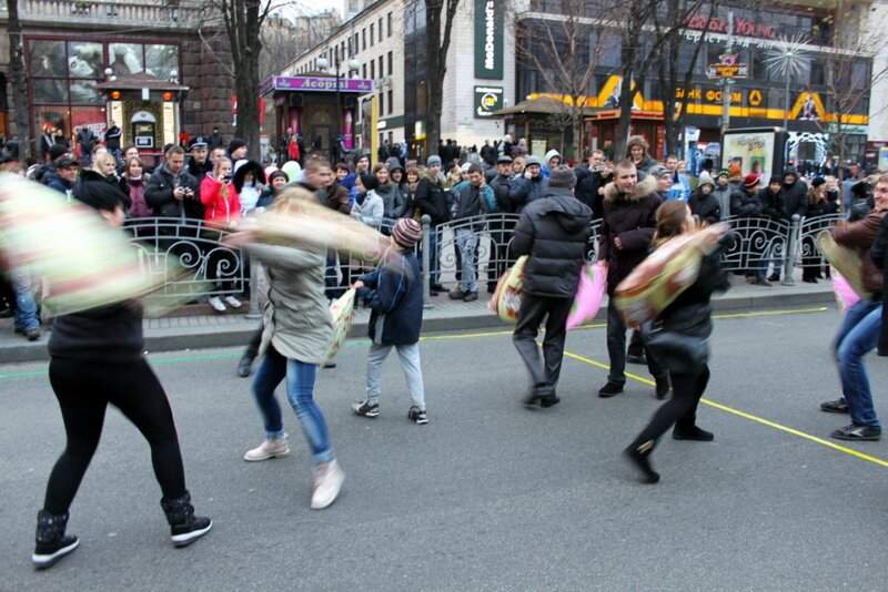 Битва на подушках в центре Киева