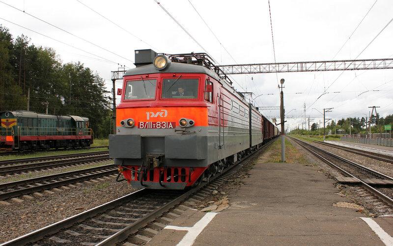 ВЛ11.8-831 на станции Берендино едет на Орехово
