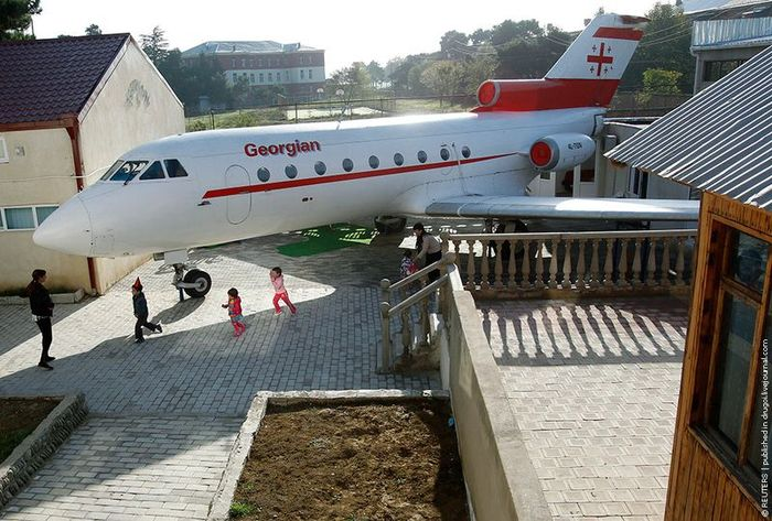 Самолет для грузинских детишек