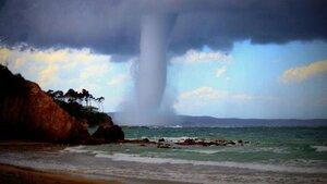 У берегов Австралии зафиксирован крупный водяной смерч