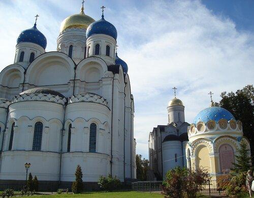 Преображенский и Никольский соборы Николо-Угрешского монастыря.