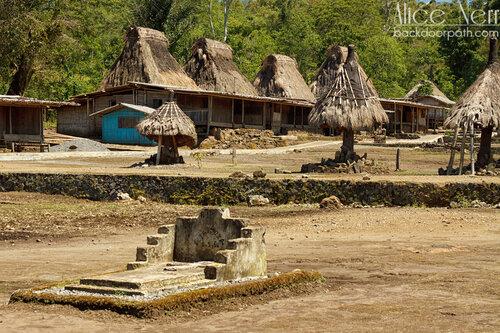 зонтики - мужской символ, деревня Вого, Флорес, Индонезия