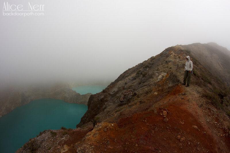 тропа вдоль кратеров Келимуту